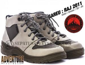 Sepatu-Gunung-GAREU-RAJ-2011